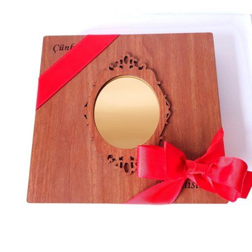 Ahşap Kutu Resimli Çikolata Aynalı